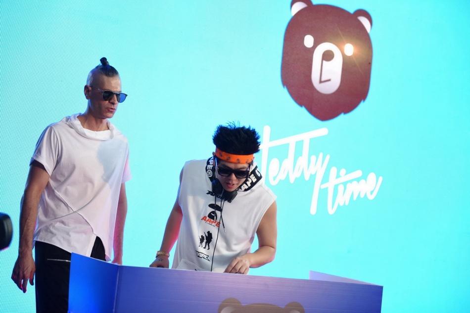 14.โชว์ EDM จาก ดีเจ Ziki (ซีกี้) และ ดีเจ Ono (โอโน่)