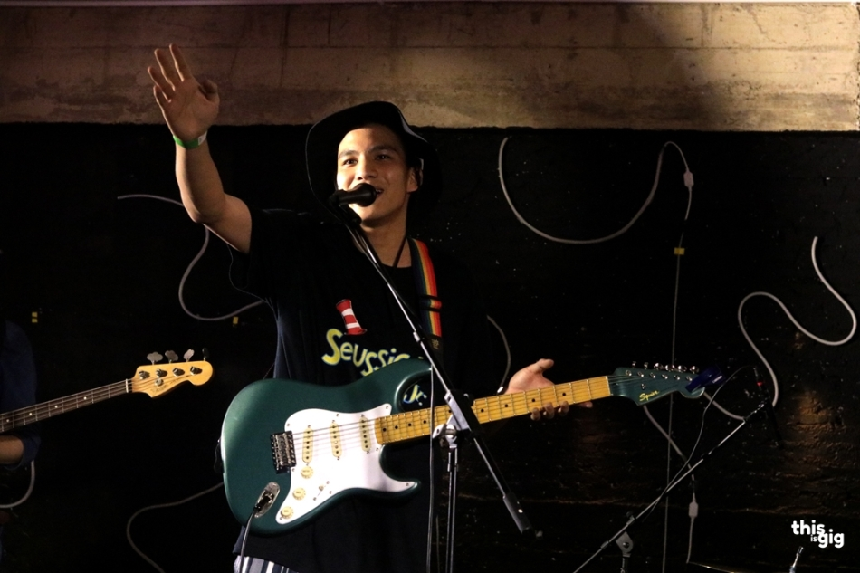 Phum Viphurit At Nineteens up
